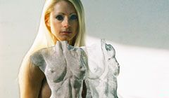 Video of sculptor David Begbie with live model